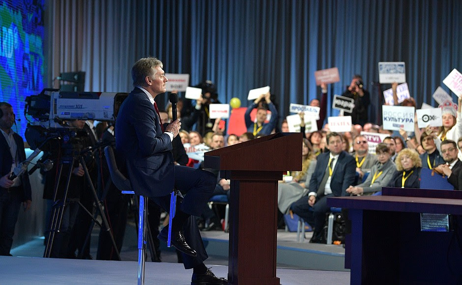 Grande conferenza stampa, Vladimir Putin.  Vice capo dell'amministrazione presidenziale - Portavoce presidenziale Dmitry Peskov.
