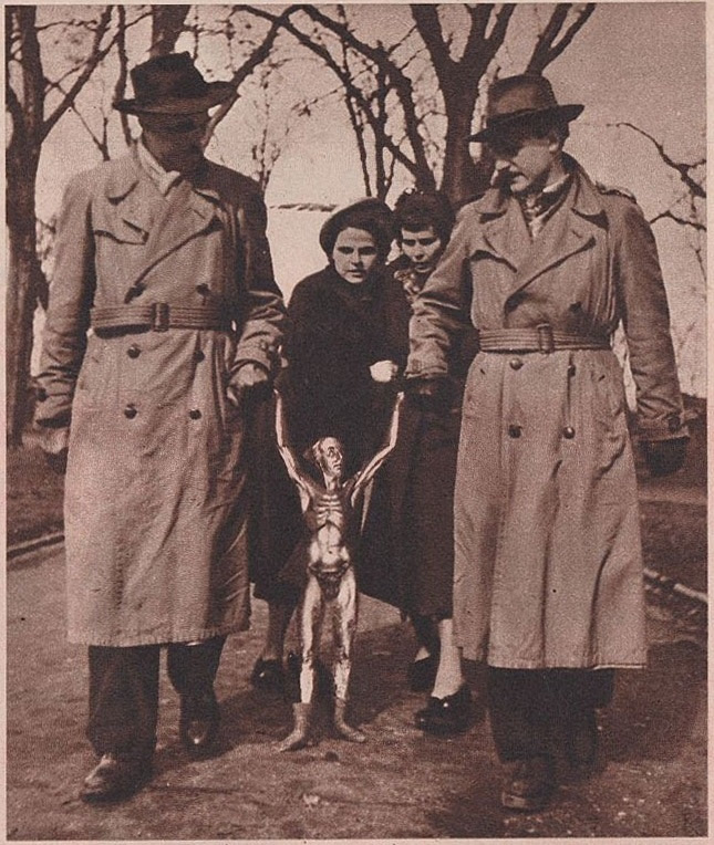 "1950 Germany not 1952 New Mexico, USA. Status: Another German April Fool's Day hoax from a weekly photo magazine called ""Neue Illustrierte"". It was published in Cologne and is dated March 29, 1950. #alien #aliens #ufos #paranormal"