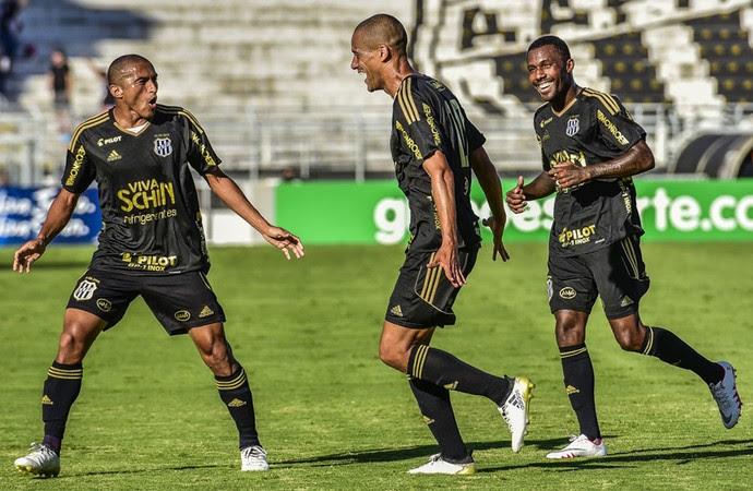 Ponte Preta x Fluminense Brasileiro Série A (Foto: Fábio Leoni / PontePress)