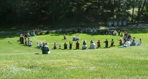 wiccans en el pastos reunidos fondo