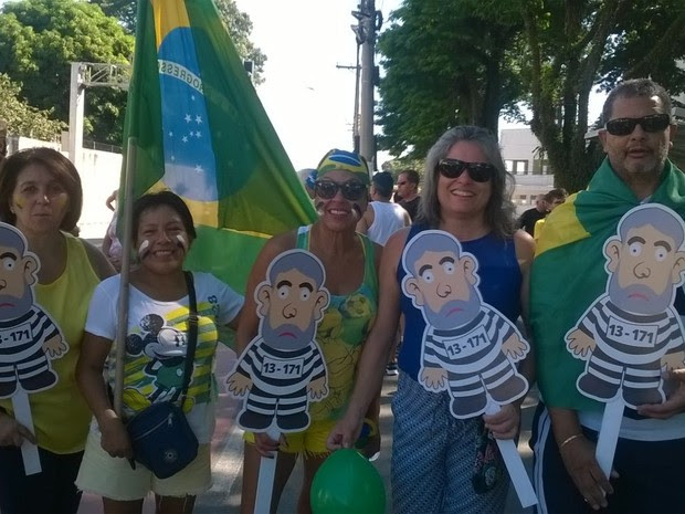 Grupo vai às ruas contra a presidente Dilma e o ex-presidente Lula. (Foto: Poliana Casemiro/G1)