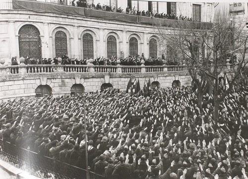 Acto profascista en Toledo, Plaza del Ayuntamiento. Fotografía Rodríguez
