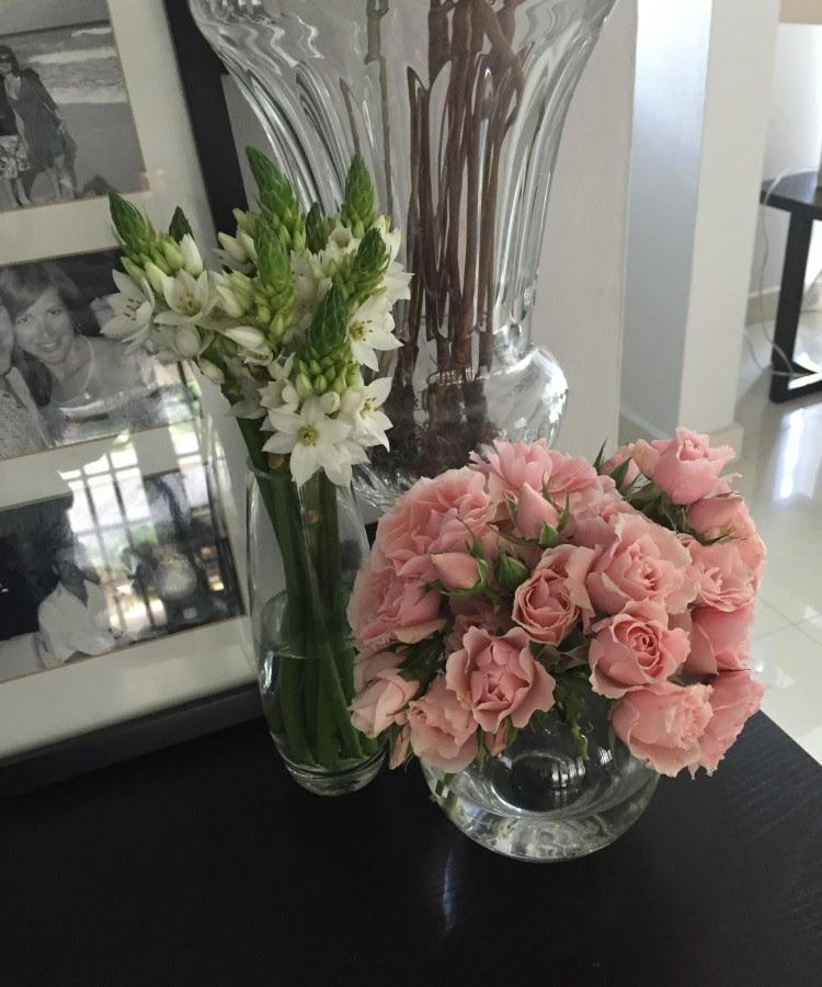 Flores Sencillas Decorando Con Flores Ensalpicadas