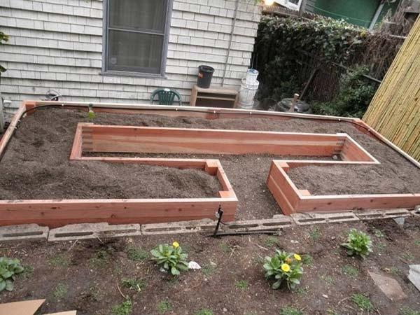 Garden-Bed-Edging-Ideas-AD-10-1