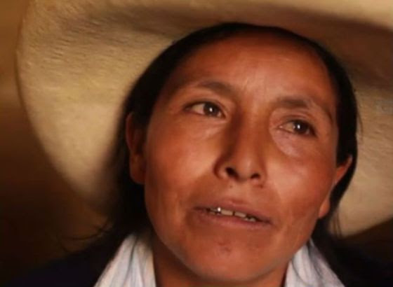 Máxima Acuña de Chaupe resiste en la Laguna Azul.