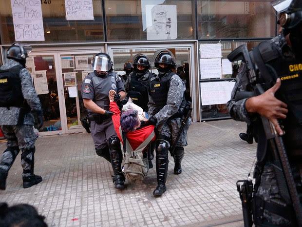 Polícia realiza reintegração de posse no Centro Paula Souza, Centro de São Paulo, na manhã desta sexta-feira (6). (Foto: Leonardo Benassatto/Futura Press/Estadão Conteúdo)