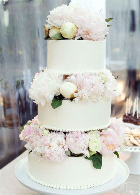 Fresh flowers turn a simple cake into something completely