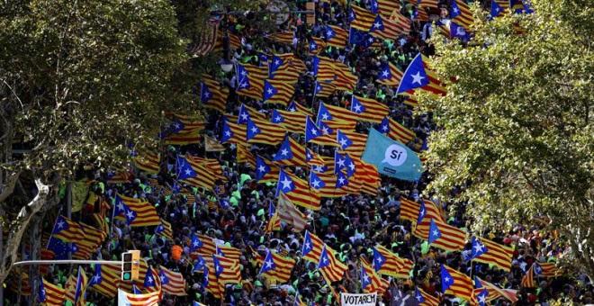 Manifestants omplen el centre de Barcelona amb ocasió de la Diada / EFE