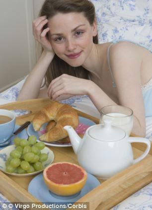 Mulheres que lutam para engravidar deve tentar aconchegar em um pequeno-almoço, uma nova pesquisa sugere