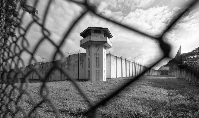 Facebook разрабатывает социальную сеть для бывших заключенных