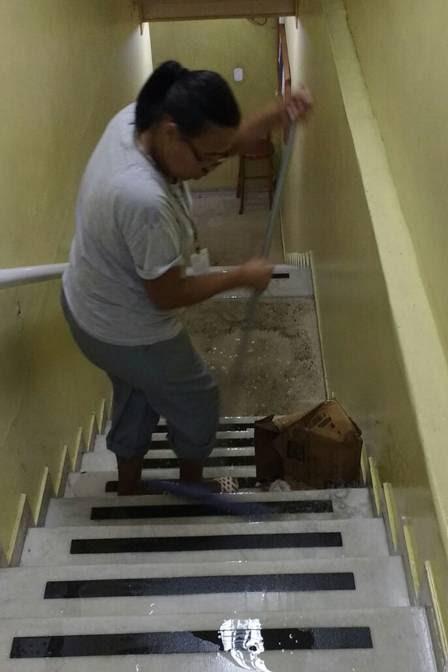 Funcionários passaram o dia secando as salas da Câmara de São Gonçalo