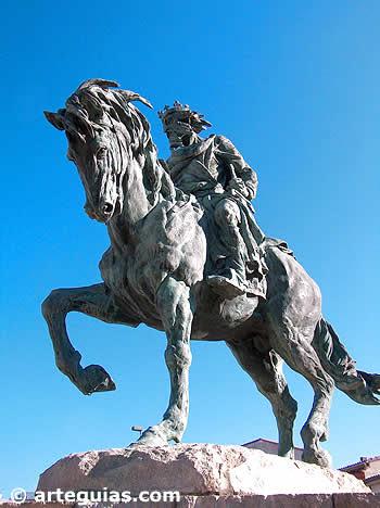 Plasencia erigió una estatua a Alfonso VIII por haber fundado esta ciudad