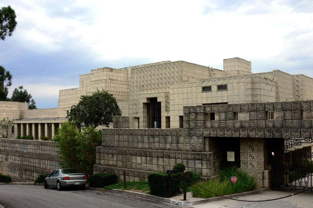 Fachada da Ennis House, Los Angeles, 1924