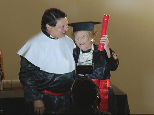 Chammes Rolim se formou com 97 anos no curso de Direito (Foto: Reprodução Intertv dos Vales)