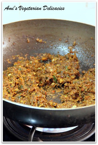 Stir frying ground paste made with fresh ingredients