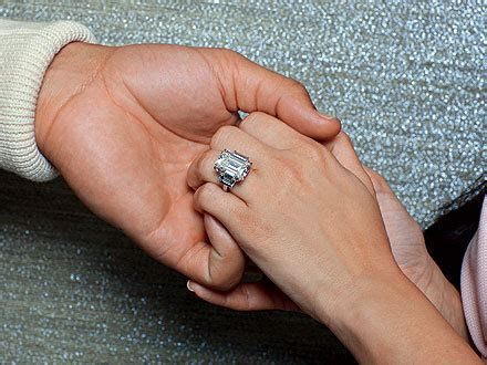The 10 Memorable Engagement Rings Of 2011!