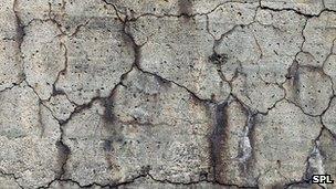 Concrete cracks SPL