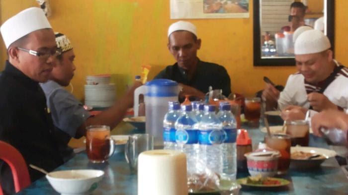 Ikut Majelis Facebook, Warga Samarinda Ini Dapatkan Soto Gratis di Haul Guru Sekumpul