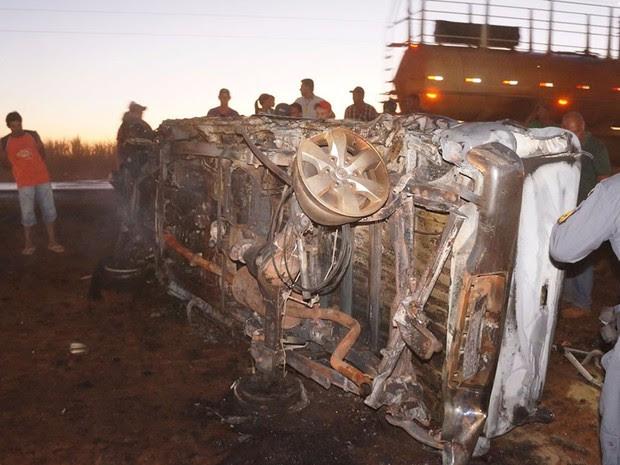 Caminhonete ficou destruída após acidente na BR-364 em Campo Novo do Parecis (Foto: Parecis.net)