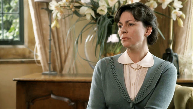 father.brown.woman.cardigan.lapels