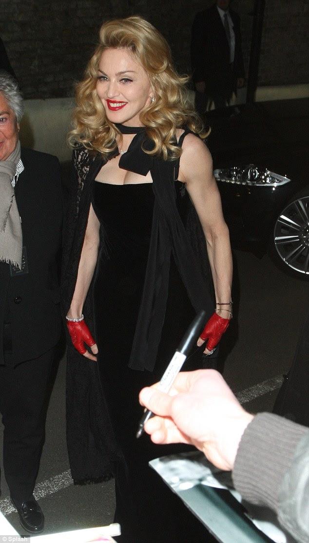 Girl power: Madonna exibiu suas curvas femininas com bíceps volumosos