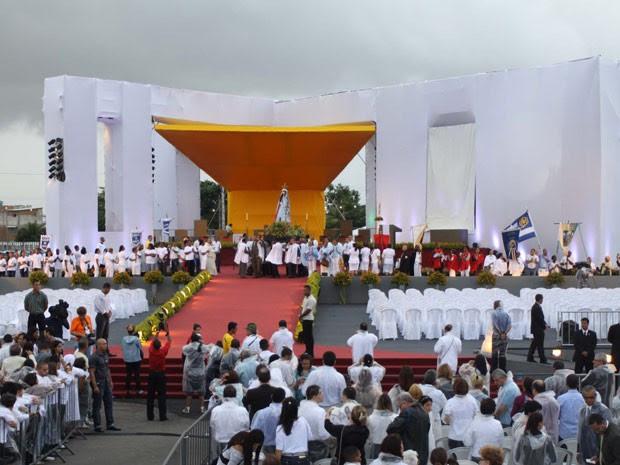 Irmã Dulce foi beatificada na tarde deste domingo (22), em Salvador (Foto: Ricardo Cardoso/Frame/AE)