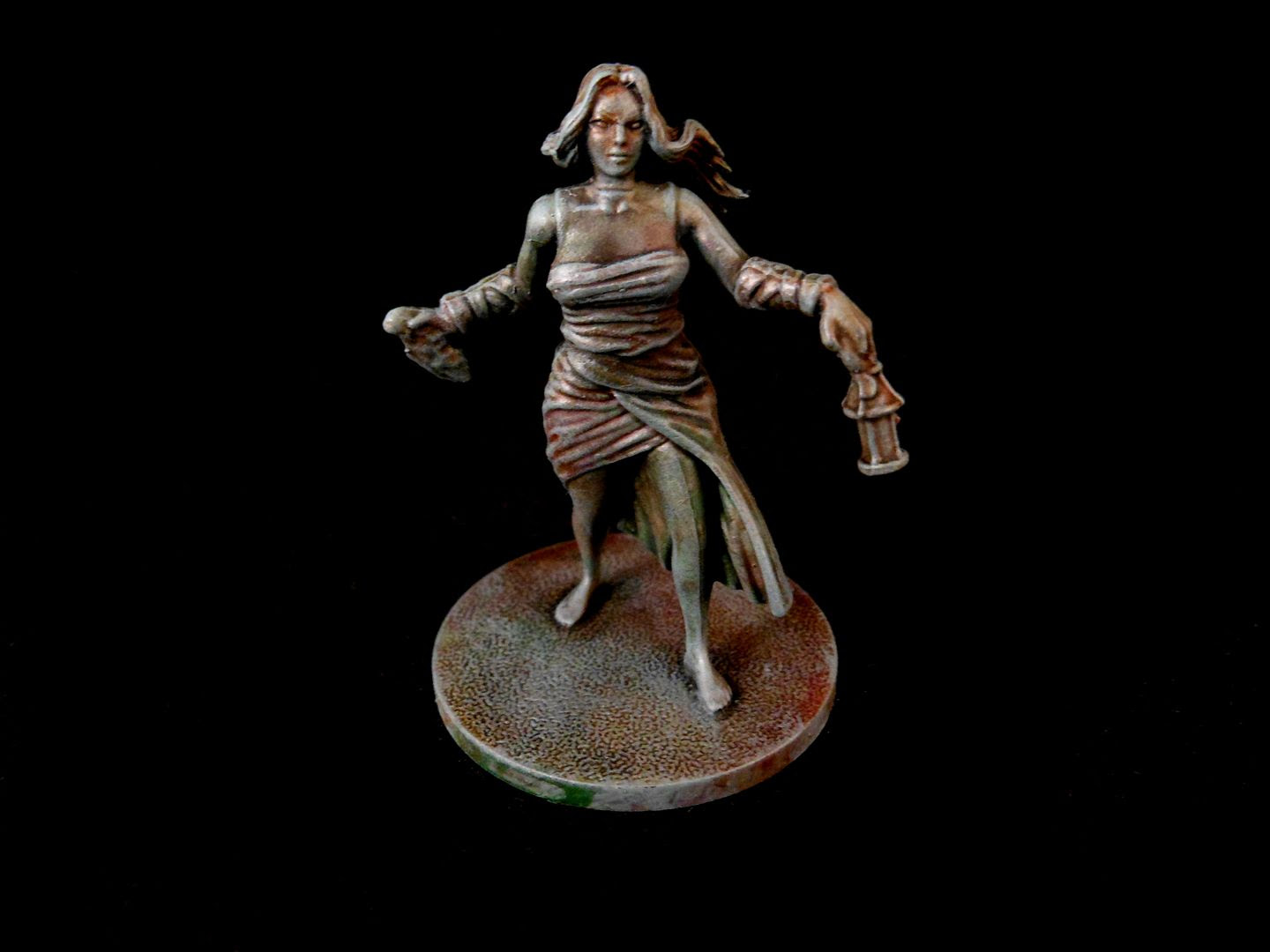 A femeal survivor from Kingdom Death: Monster with details highlighted by drybrushing.