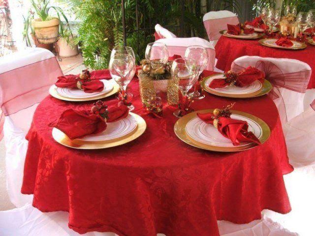 centros-de-mesa-navidenos-mantel-rojo