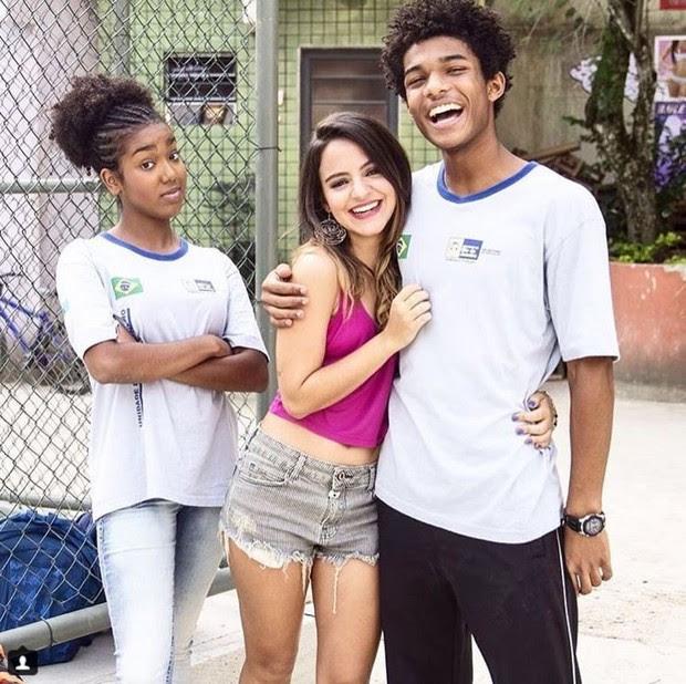 Pally Siqueira com Lellêzinha e Juan Paiva nos bastidores da novela Totalmente Demais (Foto: Reprodução/Instagram)