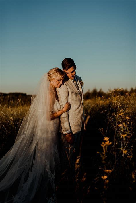 SIMPLE EARTHY WEDDING AMONG THE ROLLING HILLS AND PINES AT