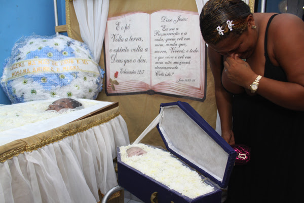 Mãe e filho morrem após peregrinação por atendimento