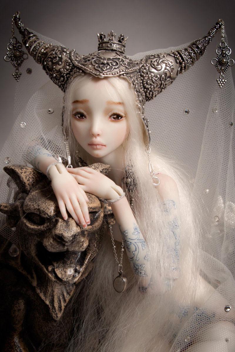 Elegantes bonecas lacrimejantes transmitem a complexidade das emoções humanas 06