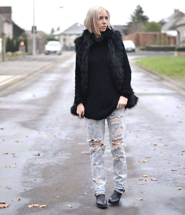 Outfit post by belgian fashion blogger turn it inside out from belgium / belgie. Modeblogger limburg, fashion streetstyle inspiration fall winter AW14 autumn trends musthaves faux fur waistcoat vest gilet furry bershka sale black, mbym oversized turtle neck by zalando, hope inspired sweater knock off budget tip. One teaspoon boyfriend jeans zara chain boots, givenchy inspired knock off budget tip