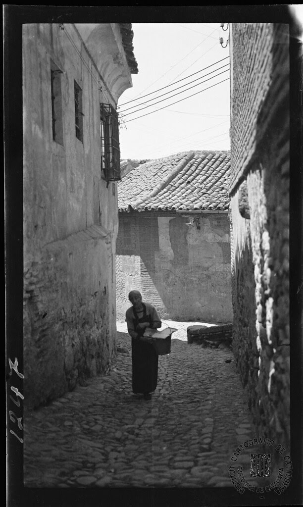 Cuesta del Pez y Plaza del Cristo de la Calavera en 1933. Fotografía de Gonzalo de Reparaz Ruiz. © Institut Cartogràfic de Catalunya