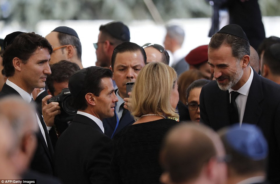 Primeiro-ministro canadense Justin Trudeau (L), o presidente mexicano Enrique PeÒa Nieto (2º L) e rei espanhol Felipe VI (extrema direita) fala