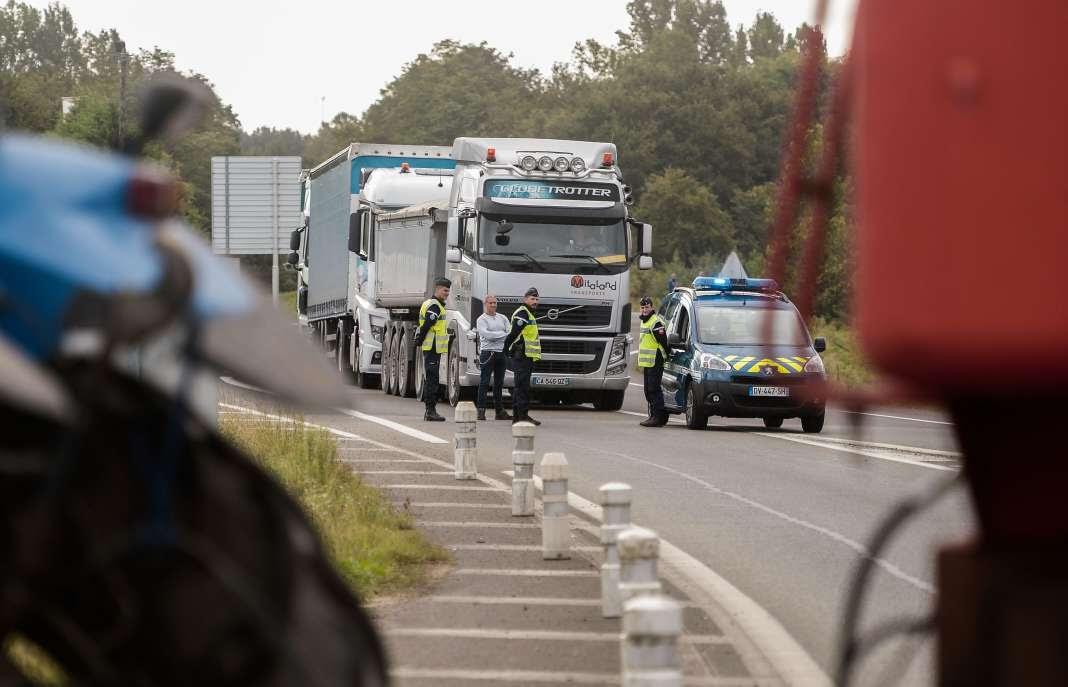 Des camions entre Dax et Mont-de-Marsan, le 15 septembre.