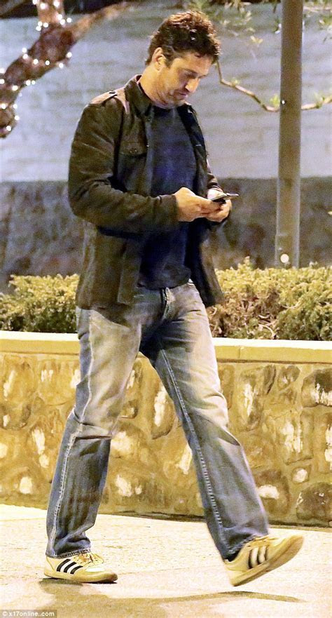 Gerard Butler dresses down for dinner date with girlfriend
