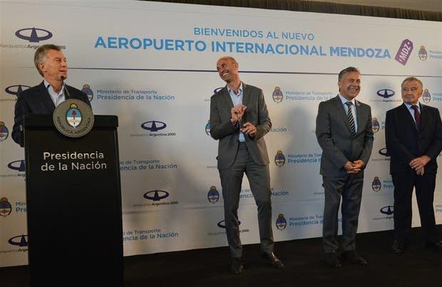 Macri, Dietrich, Cornejo y Eurnekian, al reinaugurar ayer el aeropuerto de Mendoza