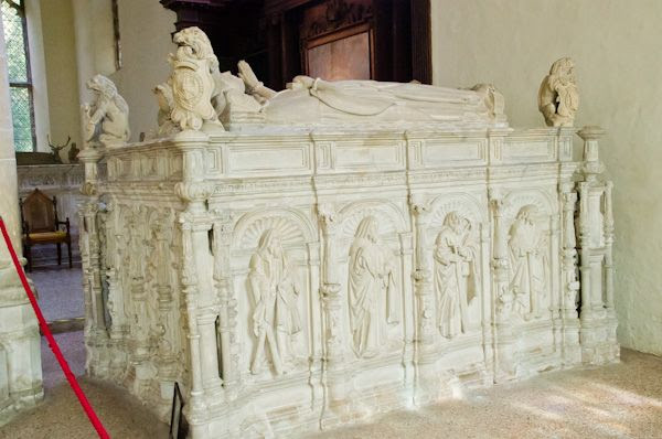 Framlingham, St Michael's Church photo, Thomas Howard tomb