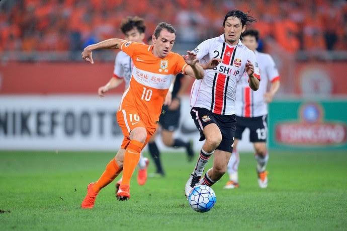 Montillo esteve em campo pelo Shandong Luneng (Foto: Twitter)