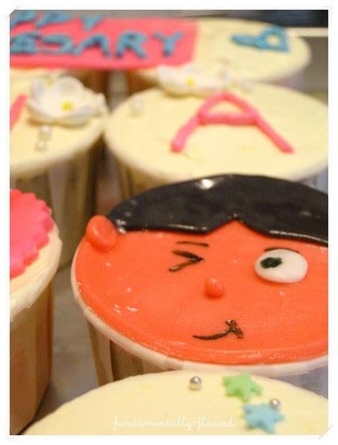 Sharin's ROM anniversary cupcakes 005