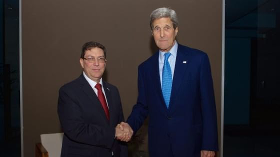 Usa-Cuba, telefonata Obama - Raul Castro. A Panama storica stretta di mano Kerry - Rodriguez