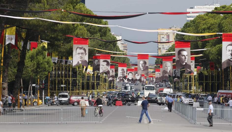 Albania se prepara para la visita del papa