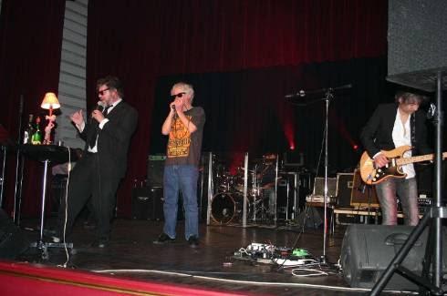 Francis Lavoine au micro et les Yaourts Blues ont donné un concert plein de décibels et de mots en yaourt, au profit de l'illettrisme. - Peyrat Paul