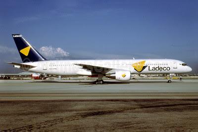 Ladeco Airlines (Linea Aereas Del Cobre) Boeing 757-2Q8 CC-CYH (msn 25131) MIA (Bruce Drum). Image: 102180.