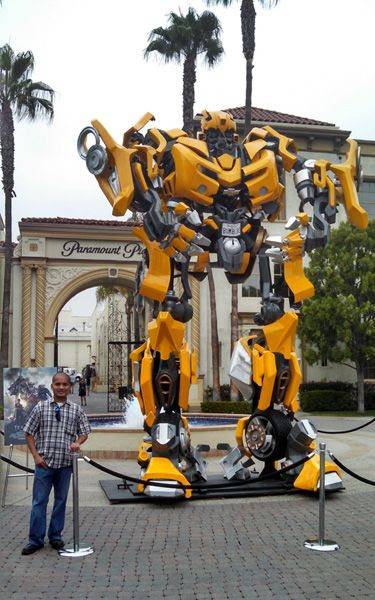 Posing with the full-scale Bumblebee prop (from the 2007 TRANSFORMERS movie) at Paramount Pictures in Hollywood, on June 30, 2014.