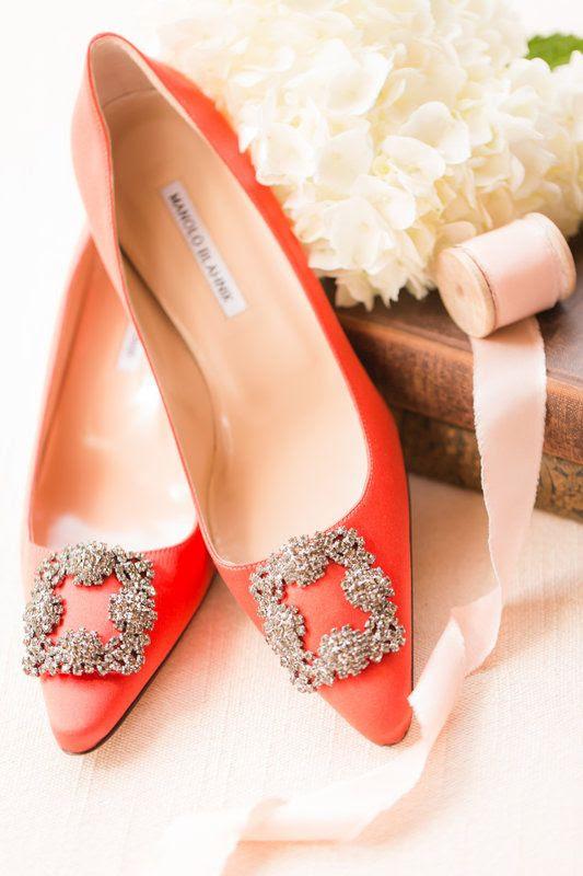 orange Manolo Blahnik wedding shoes für eine stilvolle Braut