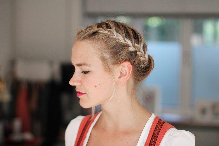 Einfach Und Schnelle Frisur Für Kurze Haare Ideal Zum Oktoberfest