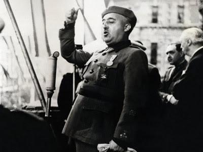 El dictador español Francisco Franco ofrece un discurso en Bilbao en el año 1939. AFP