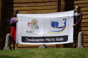 По Киеву разместят символы Евро